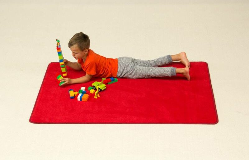 play rug solid red 2