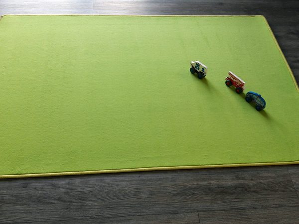 solid-play-rug-green-1